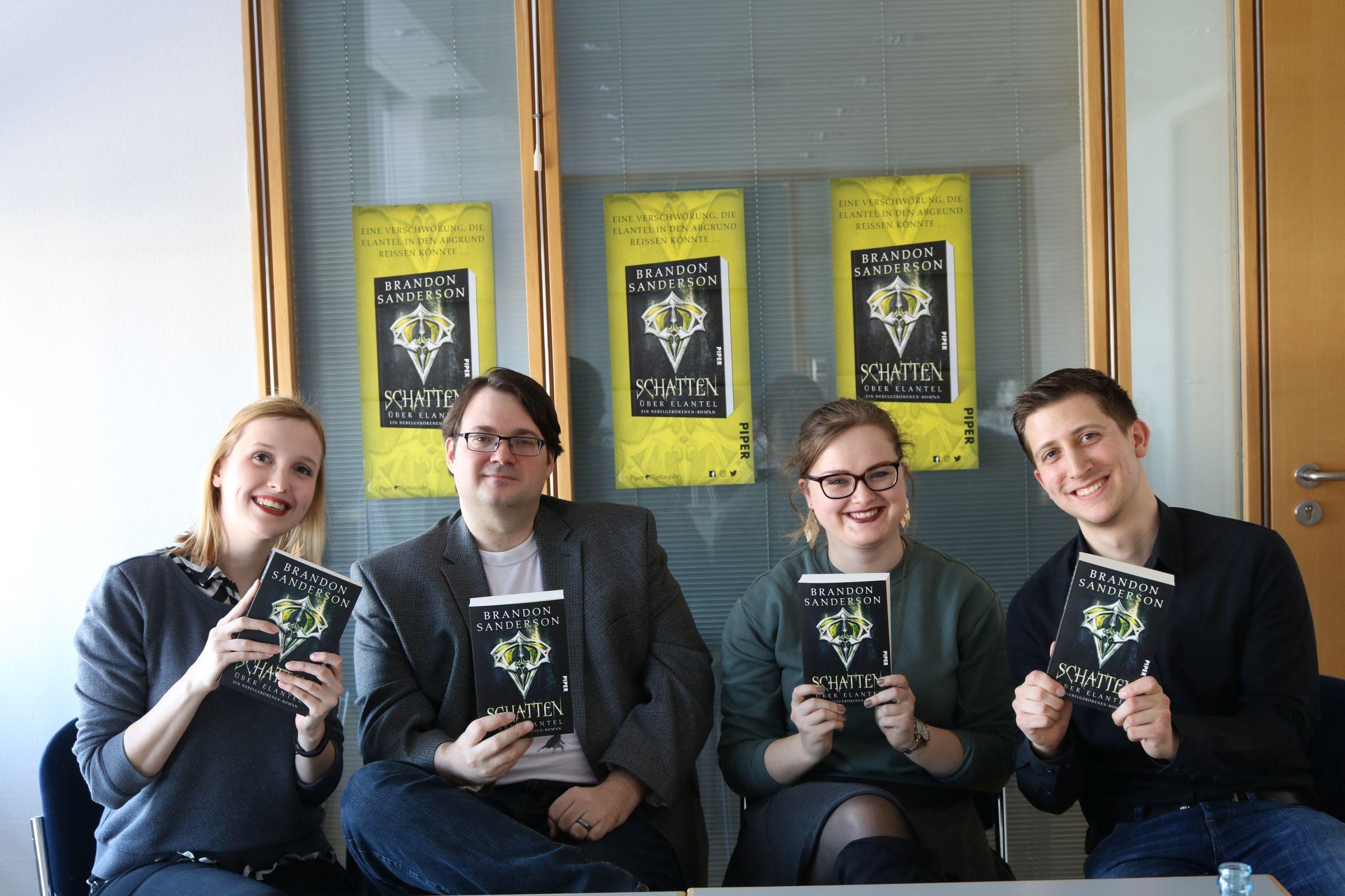 Jule (Miss Foxy reads), Brandon Sanderson, Sanne (Der Papierplanet) und ich